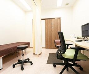 ほりい内科・整形外科クリニック診察室